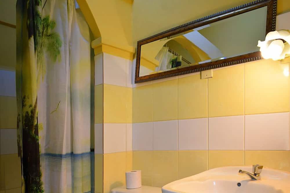 Basic szoba kétszemélyes vagy két külön ággyal - Fürdőszoba