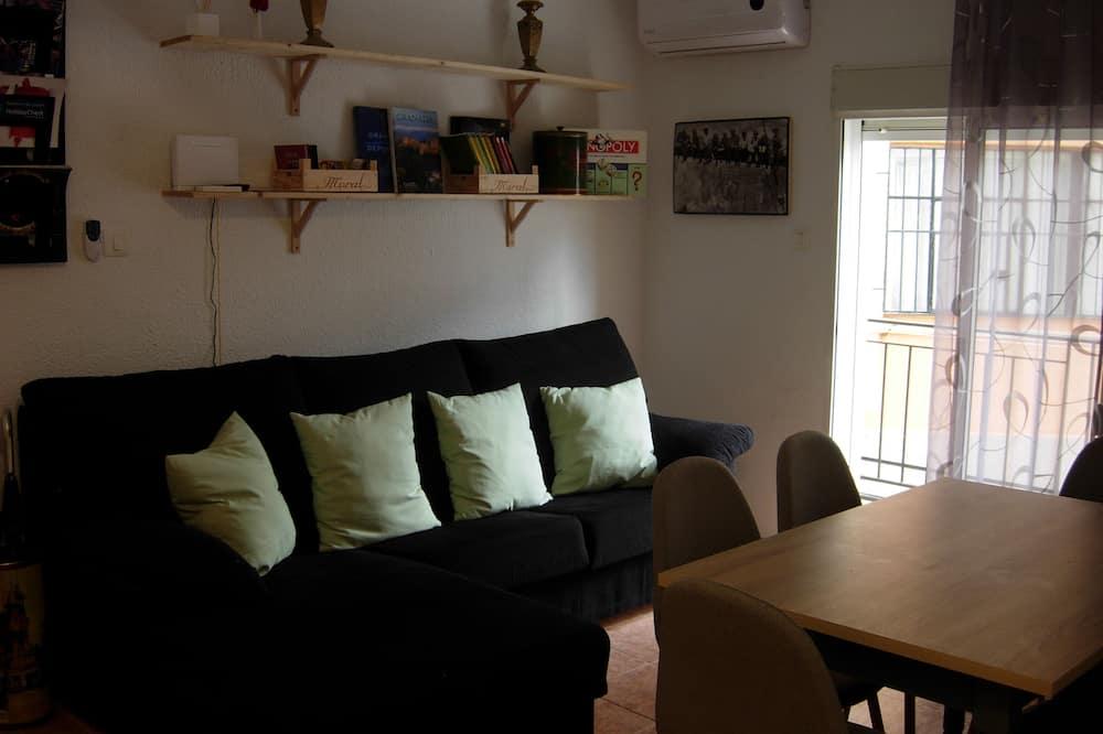 Căn hộ, 4 phòng ngủ, Ban công - Phòng khách