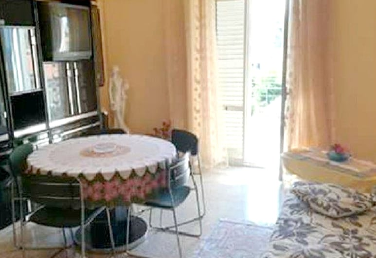 Apartment With one Bedroom in Siracusa, With Wonderful sea View and Balcony - 100 m From the Beach, Syracuse, Stue