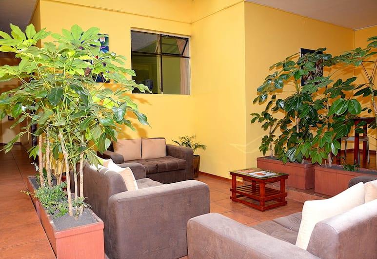 Hostal Terra 3 Base Aerea, Quito, Siddeområde i lobby