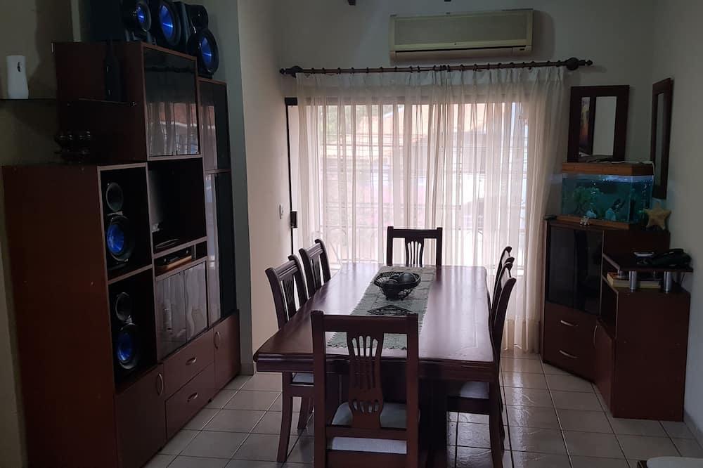 דירת פרימיום, 3 חדרי שינה, למעשנים, חדר רחצה פרטי - אזור מגורים