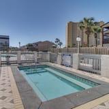 Apartamento em Condomínio Fechado, 2 Quartos, Banheira de Hidromassagem (Endless Summer A26) - Piscina Exterior
