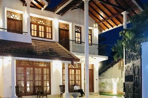 內貢博阿爾瑪別墅酒店/