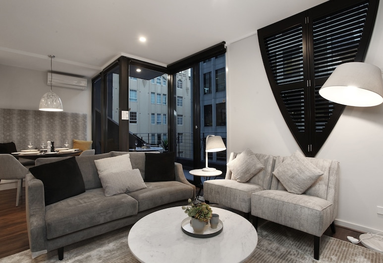 StayCentral on Little Collins, Melbourne, Design Apartment, 2 Queen Beds, Non Smoking, Living Room