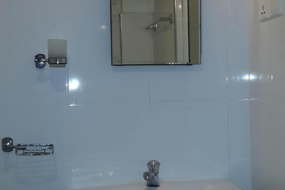Standard Double Room, 1 Queen Bed, Non Smoking - Bathroom