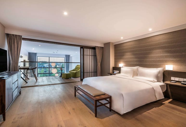 Novotel Suites Shanghai Hongqiao Hotel, Shanghai, Deluxe suite with 1 king-size bed, Duplex, Guest Room