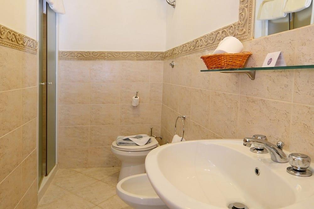 Phòng 3 tiện nghi đơn giản - Phòng tắm