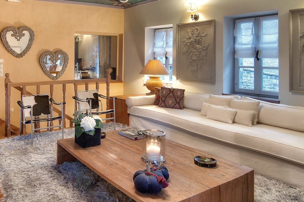 Villa, Mountain View - Living Room
