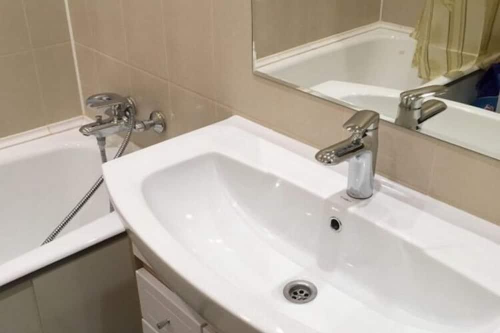 Δίκλινο Δωμάτιο (Twin), Κοινόχρηστο Μπάνιο - Μπάνιο