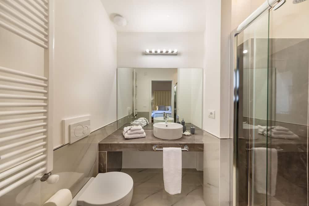 Designový pokoj s dvojlůžkem nebo dvěma jednolůžky, balkon - Koupelna