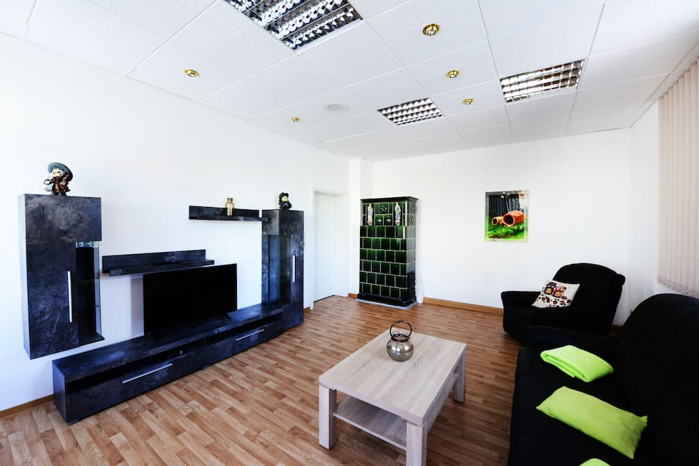 Apartment, 1 Bedroom (Ofencharme) - Living Room