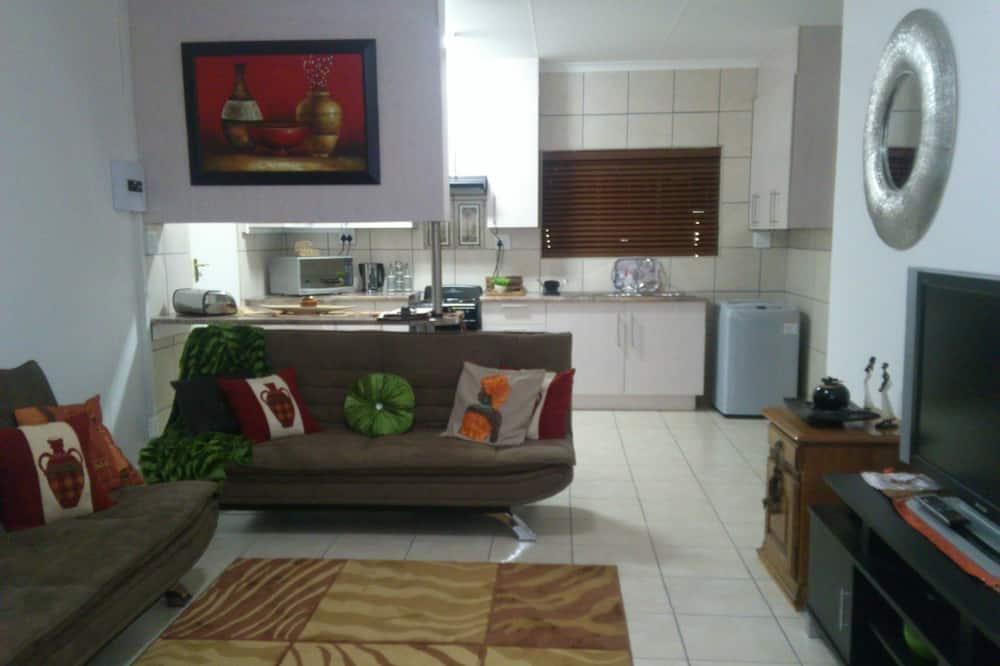 Family House, Multiple Beds, Bathtub - Living Area