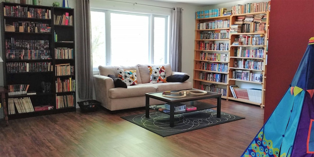 Centrally Located 4-Bedroom Home in Ottawa - Hotels.com