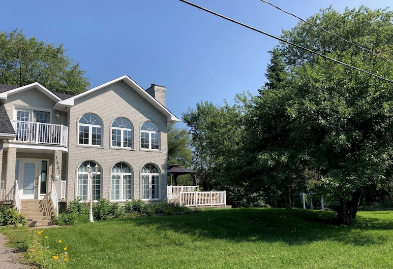 Luxury home by the water, Gatineau