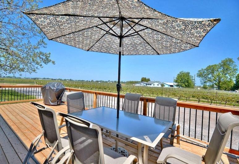 Niagara Vineyard Contemporary, Niagara-on-the-Lake, House, Multiple Beds, Non Smoking, Terrace/Patio