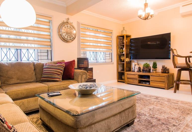 Comlin Bank 13 by Pro Homes Jamaica, Kingston, Departamento, 1 cama King size, para no fumadores, Sala de estar