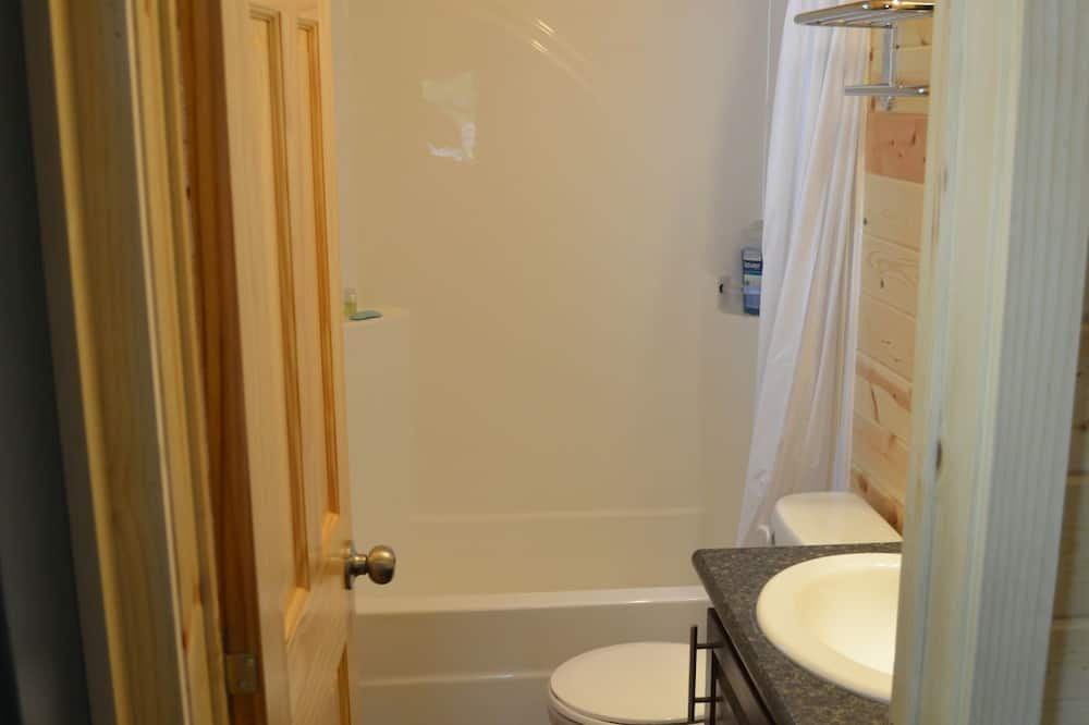 Cottage, 2 Bedrooms, Non Smoking (No Linens Included) - Bathroom
