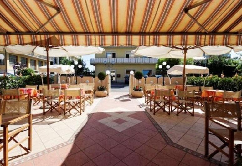 Hotel Losanna, Cervia, Udendørs spisning