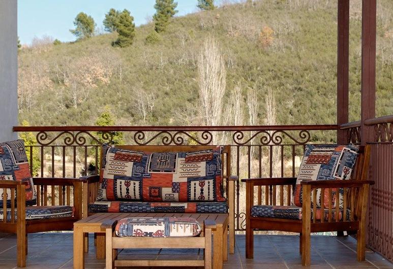 Casa Rural Azabache III, Navamorcuende, House, Multiple Bedrooms, Private Pool, Terrace/Patio