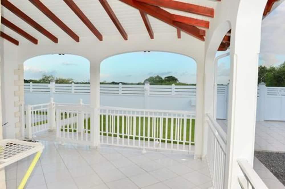 Comfort-villa - 2 queensize-senge - handicapvenligt - ryger - Terrasse/patio