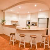 Luxury House, 5 Bedrooms, Beach View - Tempat Makan dalam Bilik