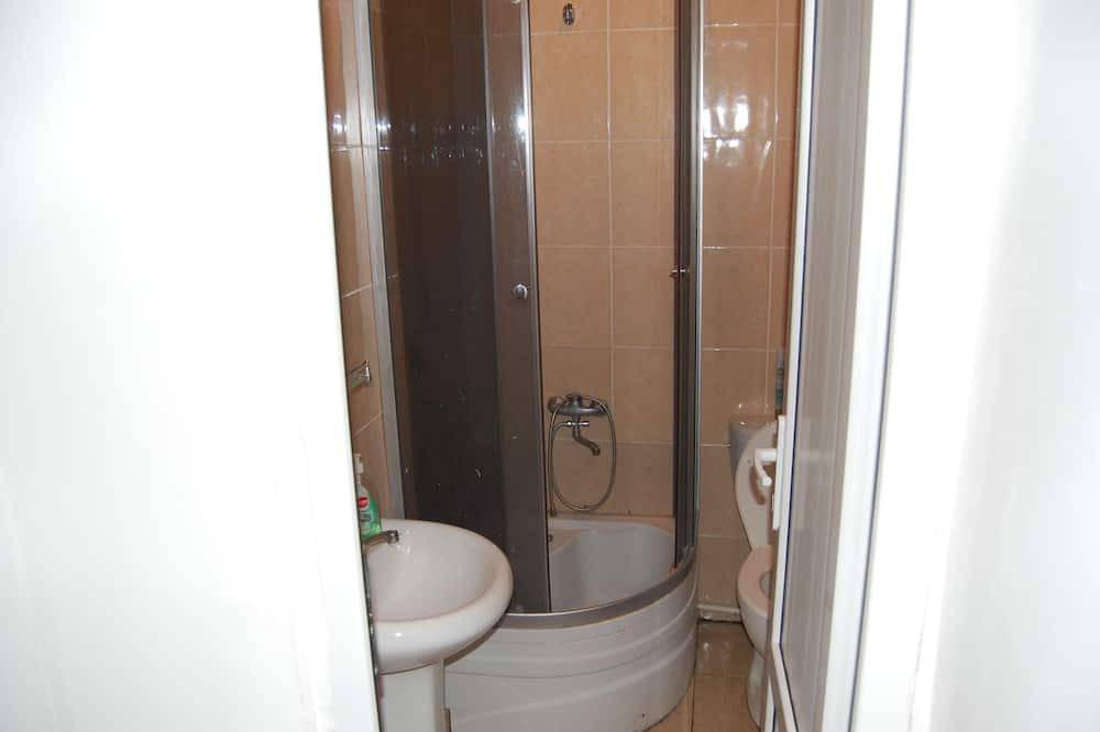 Standarta trīsvietīgs numurs, koplietojuma vannasistaba - Vannasistaba