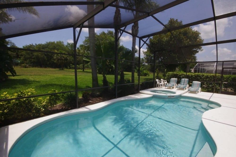 Villa familiar, bañera de hidromasaje, con vista al jardín - Alberca