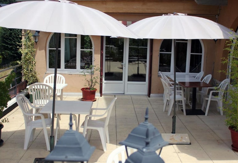 Hôtel Le Grillon, Ax-les-Thermes, Terrace/Patio