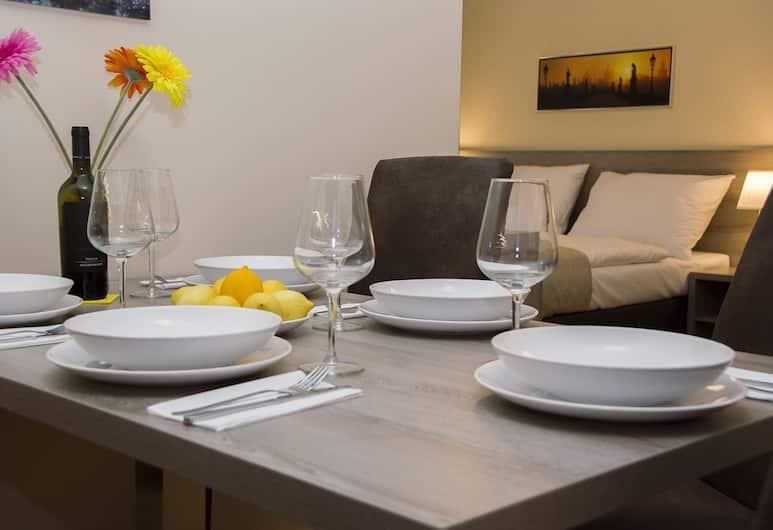 Limes Apartments, Prag, Superior Süit, Veranda, Odada Yemek Servisi