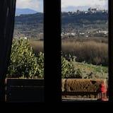 Comfort szoba kétszemélyes ággyal, kilátással a dombra - Vendégszoba kilátása