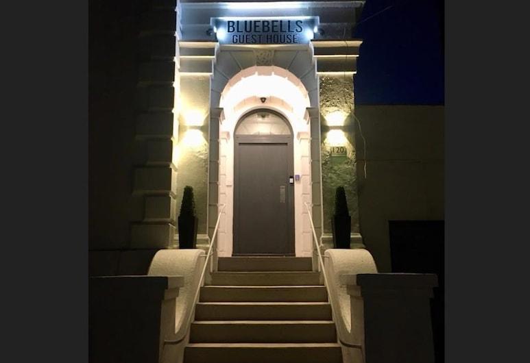 Bluebells Guesthouse, Dover, Průčelí hotelu ve dne/v noci