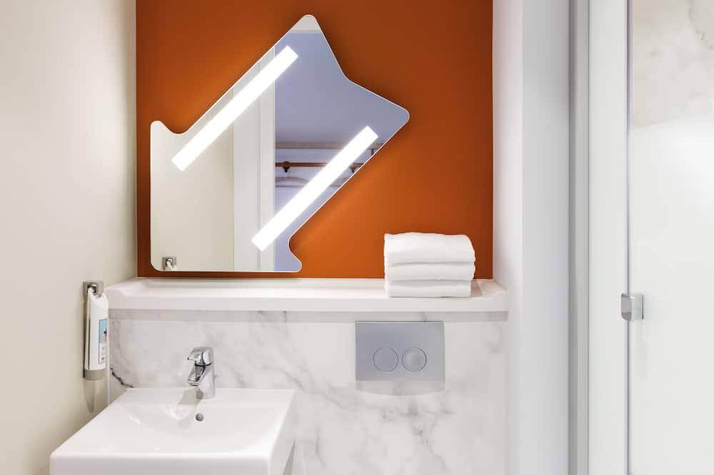Τρίκλινο Δωμάτιο, 1 Μονό Κρεβάτι - Παροχές μπάνιου