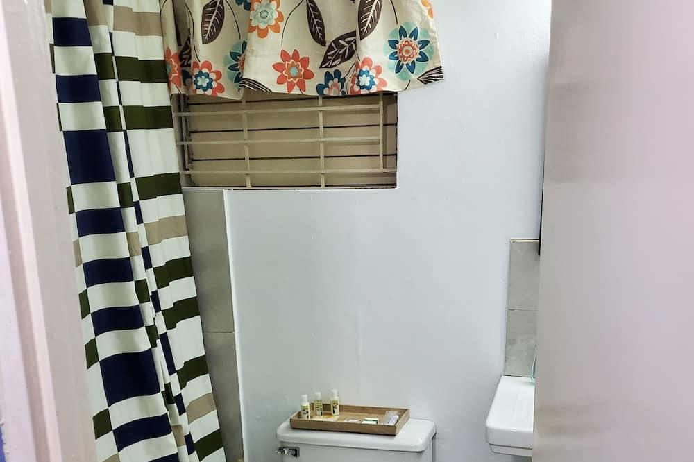 Standard Studio Suite, Non Smoking - Bathroom