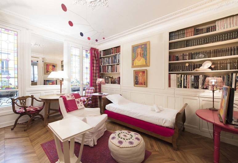 Colorful in Pigalle, Paris, Apartment, 1 Bedroom, Living Area