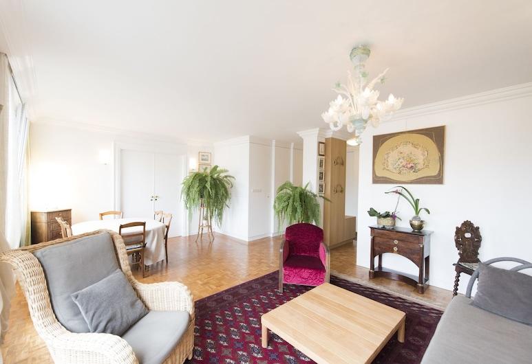 Apartment near Pont de Grenelle, Παρίσι
