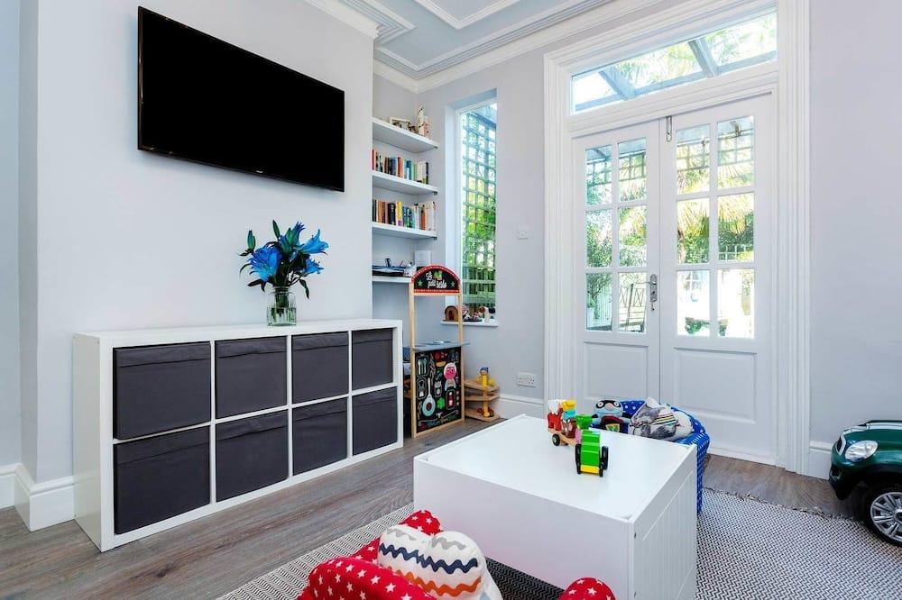 Dom, 5 spální - Obývačka