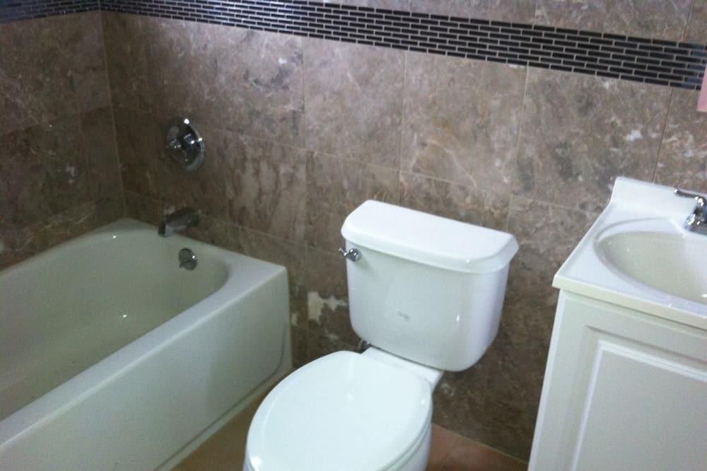 Comfort Townhome, Non Smoking - Bathroom