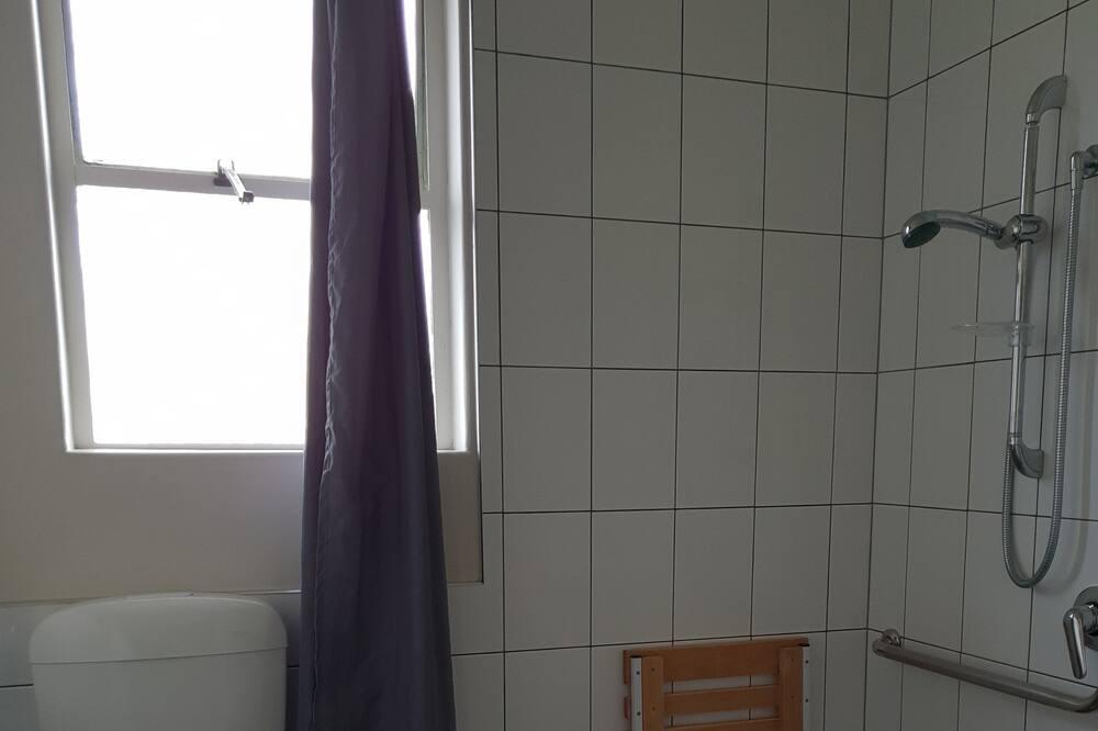 Standard - kahden hengen huone, Makuuhuoneen yhteydessä oleva kylpyhuone - Kylpyhuone