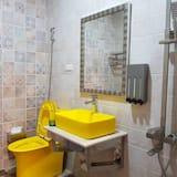 Standartinio tipo keturvietis kambarys (5 People) - Vonios kambarys