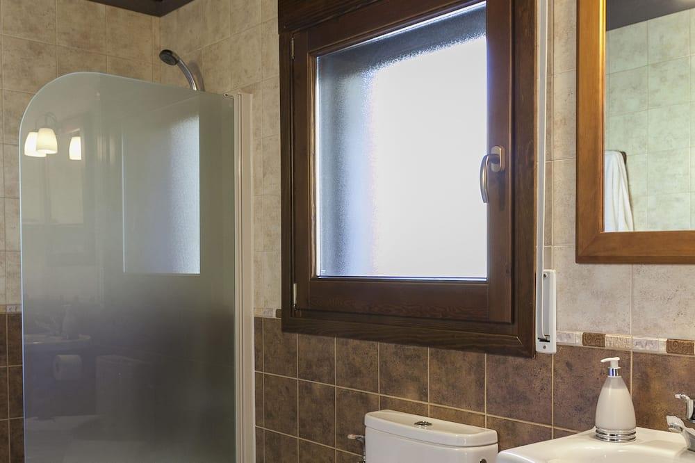 Apartment, 3 Bedrooms (La Cabanya) - Bathroom