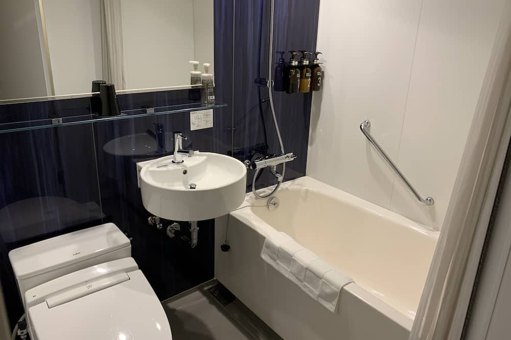 Moderate Double Room Single Use (15sqm) - Bathroom