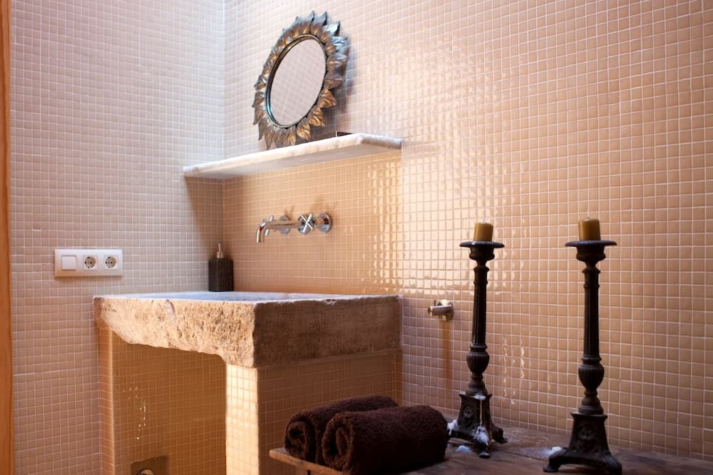 Double Room, Valley View - Bathroom Sink