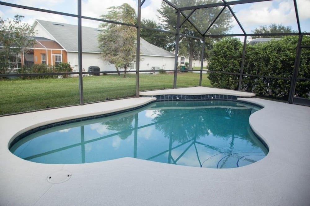 Rodinná vila, súkromný bazén, s výhľadom do záhrady - Úzky bazén s plaveckou dráhou