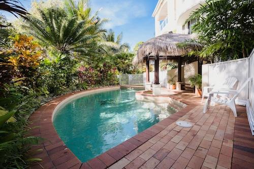 棕櫚灣海灘別墅飯店/