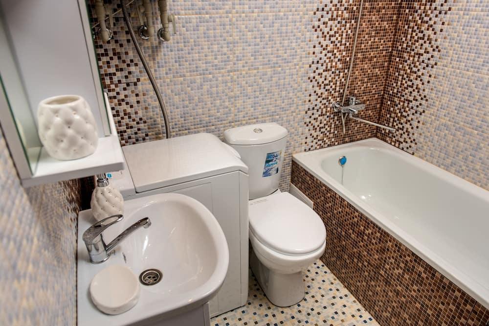Luxury Apartment, 1 King Bed, Non Smoking (Yuzhnih Kultur st., bldg.10a, apt.26) - Bathroom Amenities