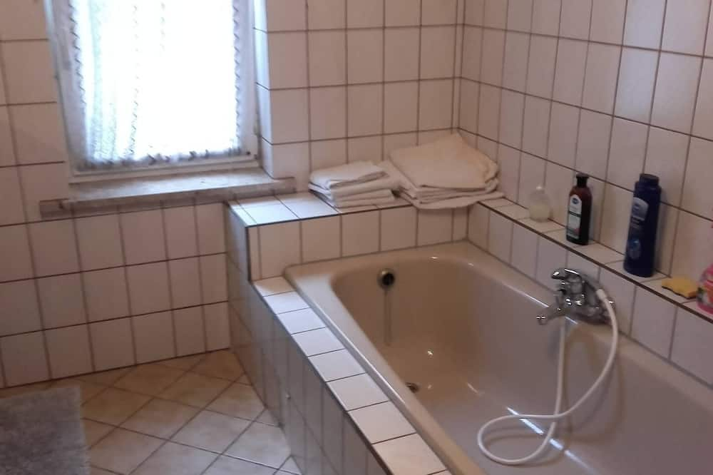 Dvivietis kambarys (2 viengulės lovos) - Gili vonia