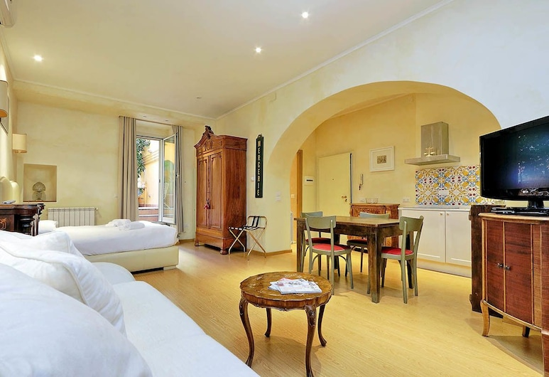 Conservatorio Studio Apartment, Rome, House, 1 King Bed, Courtyard View (Conservatorio Studio Apartment), Room