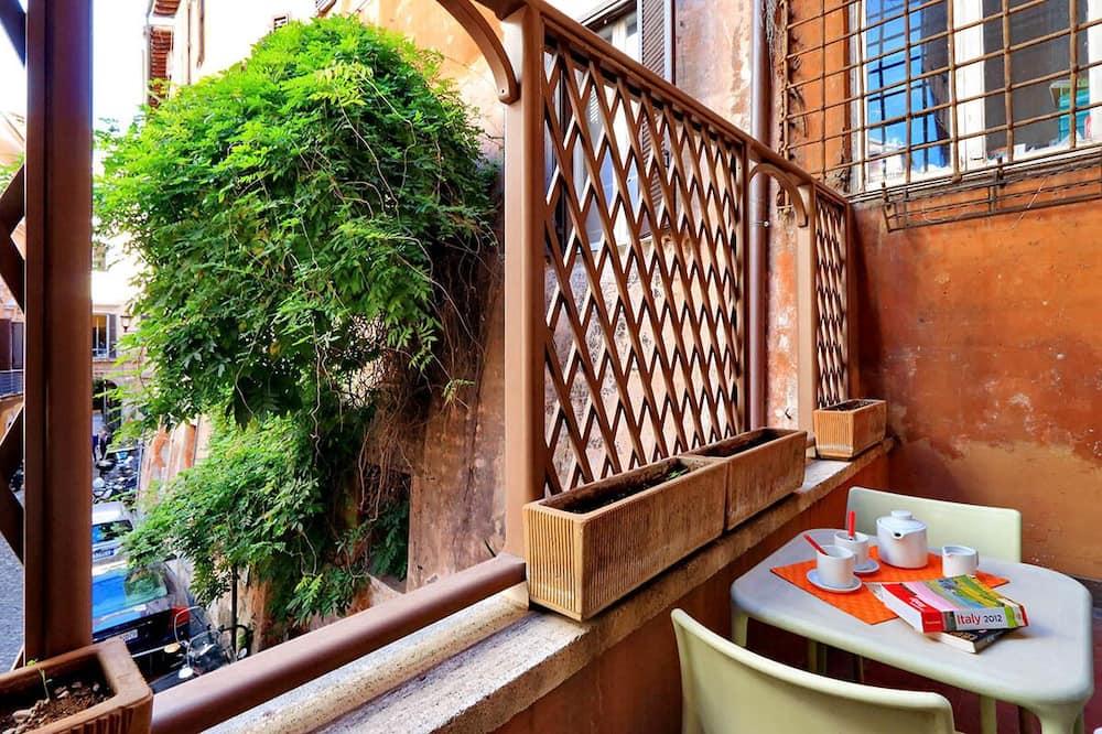 Maja, Voodeid on mitu, vaade linnale (Campo Marzio Studio Apartment) - Einetamisala toas