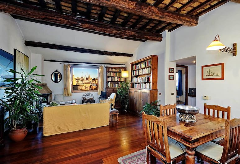 Piazza Mattei Terrace Apartment, Rome