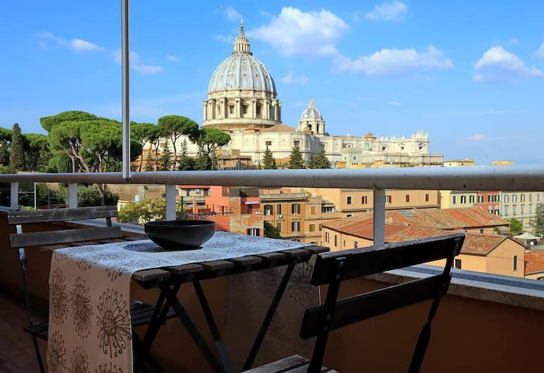 Saint Peter's Bright Apartment, Rome